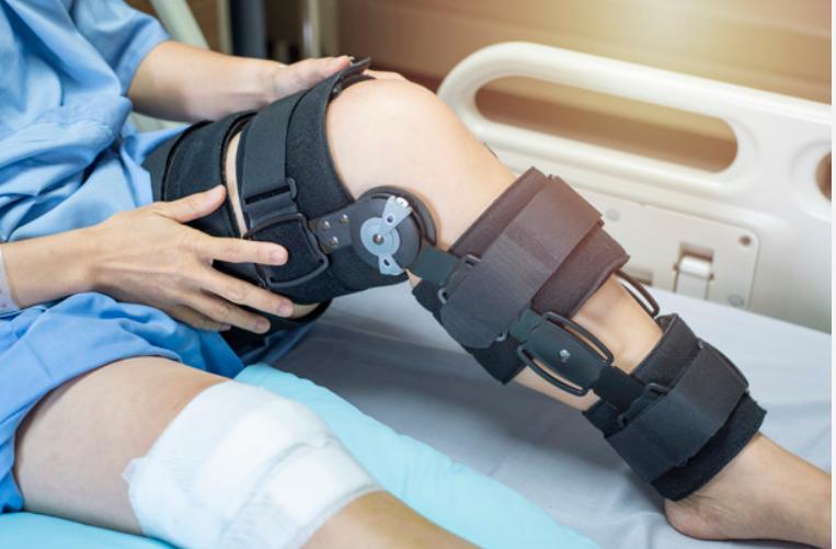 ograniczenie ruchomości kolana - Ograniczenie wyprostu kolana pooperacji? Sprawdź przyczyny